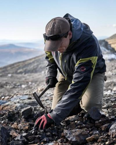 An earth sciences student working in the field